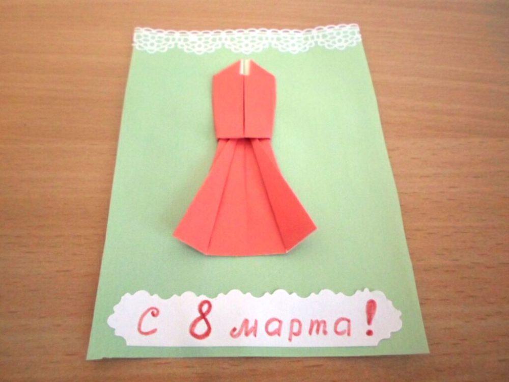 Открытка на 8 марта «Красное вечернее платье» фото