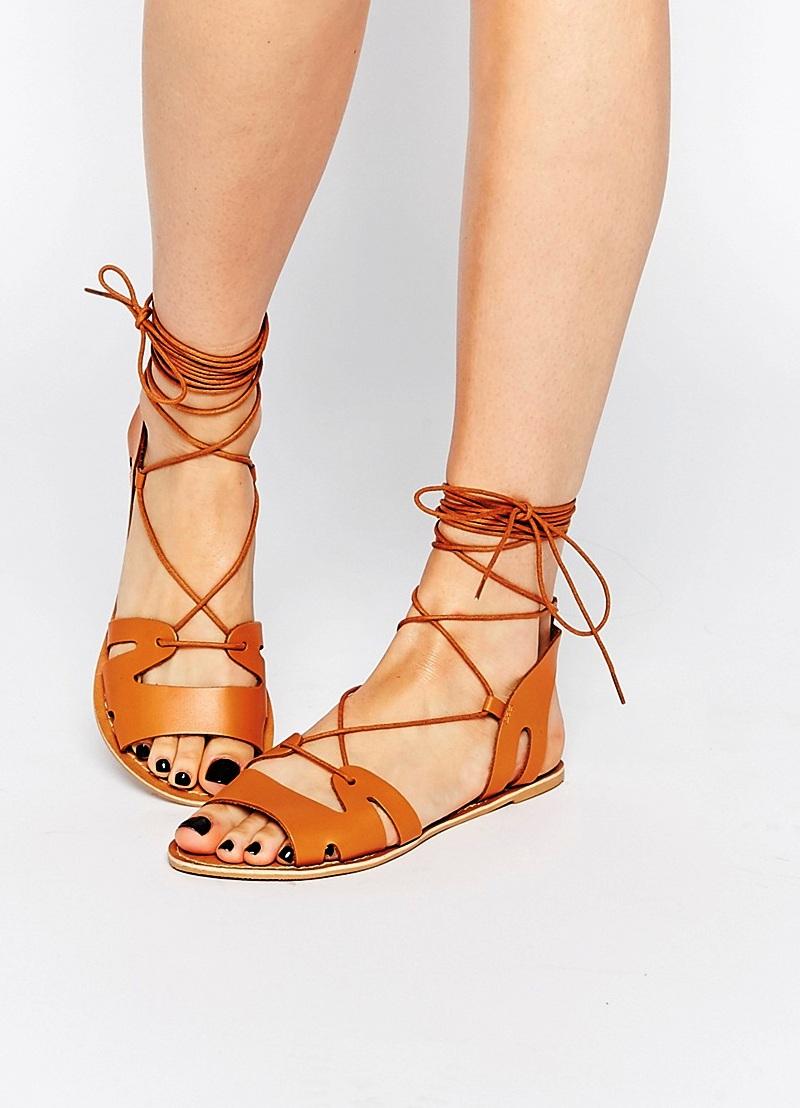 стильные летние сандалии в греческом стиле
