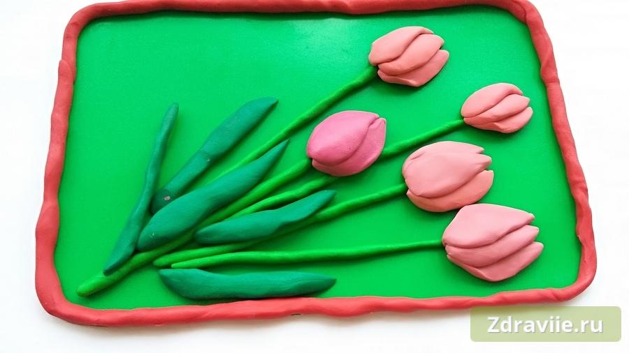Приклеиваем тюльпаны из пластилина
