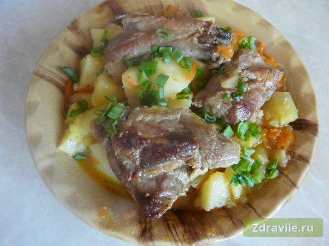 Рецепт: Свиные ребрышки с картошкой в мультиварке