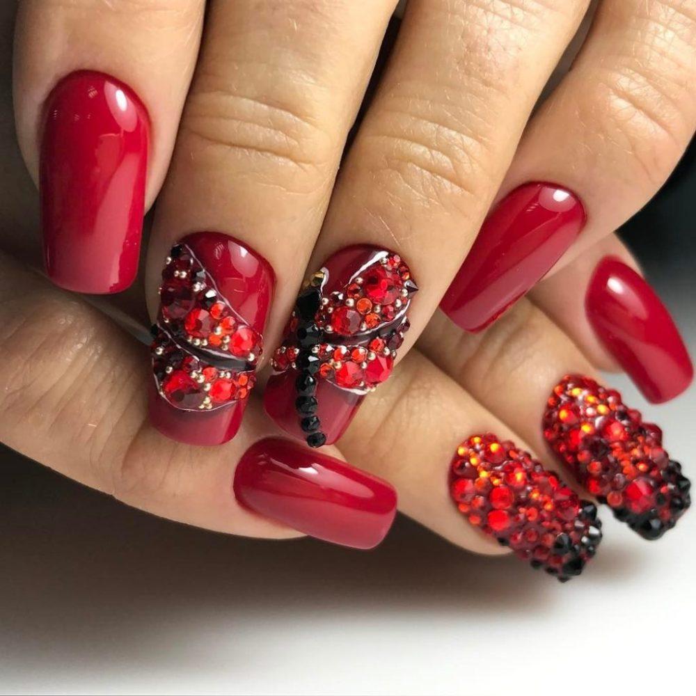 лак для ногтей цвета красной смородины