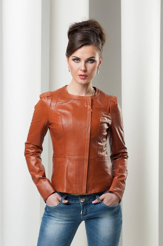 осенняя кожаная куртка в стиле Шанель
