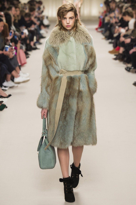стильная шубка-халат на зиму
