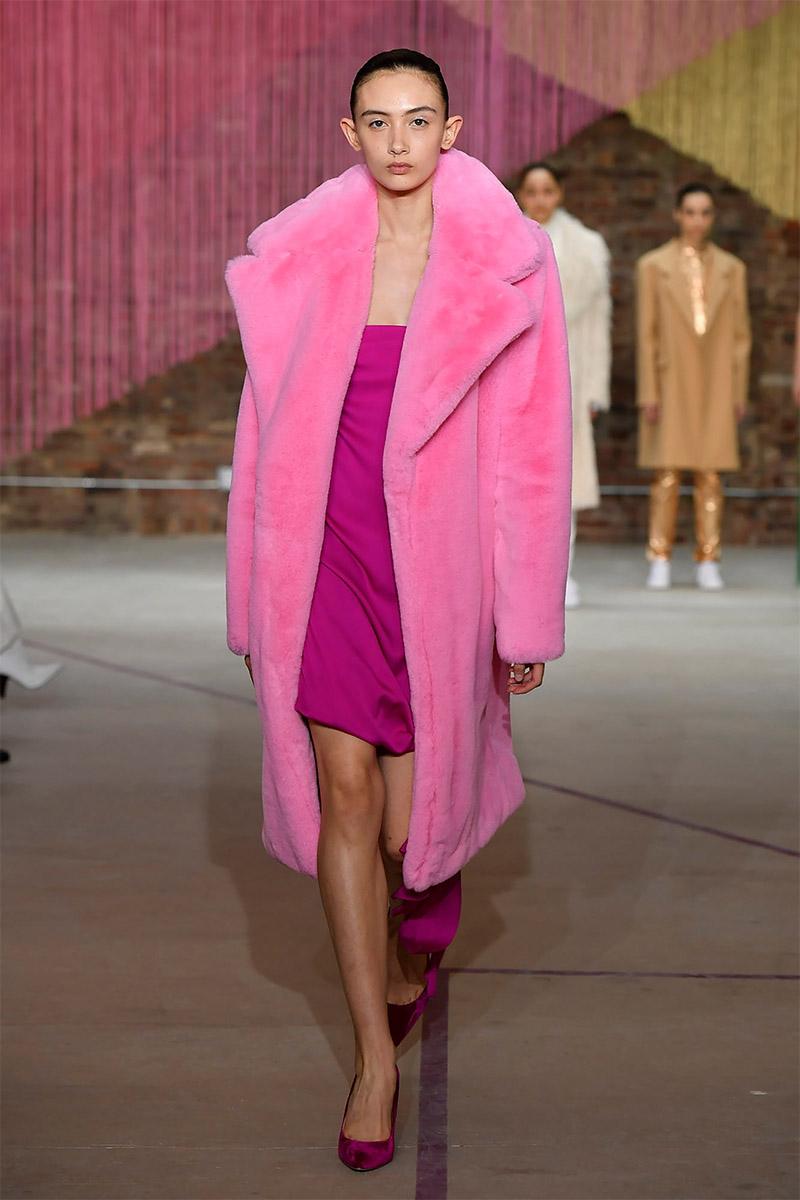 яркий вариант шуб - модный розовый