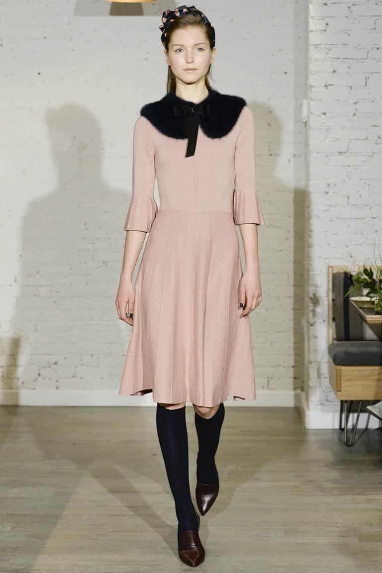 стильное платье на зиму с меховым воротником