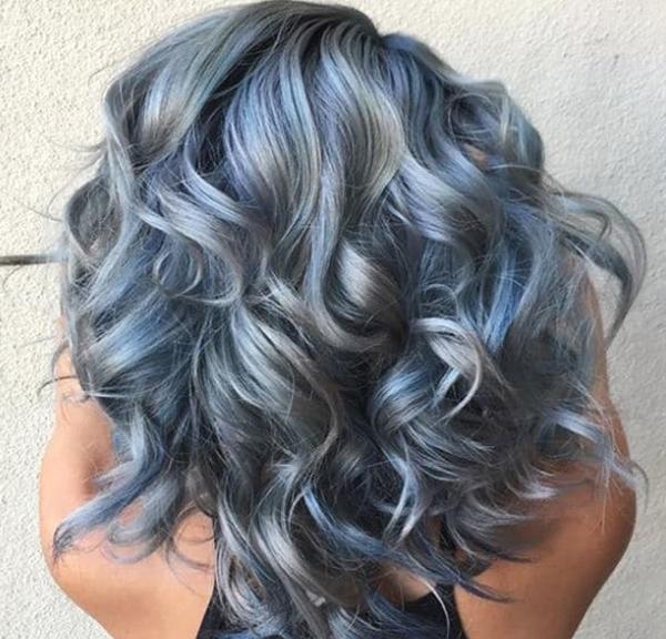Серо-голубой цвет волос
